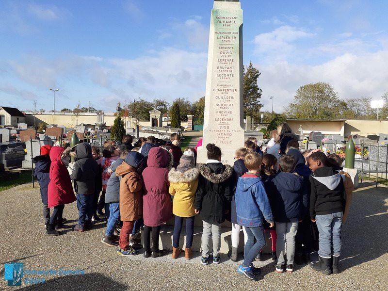 Découverte du monument aux morts par les CP